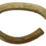 Joniškės kapinynas - juostinė apyrankė. 2013 m. archeologiniai tyrimai